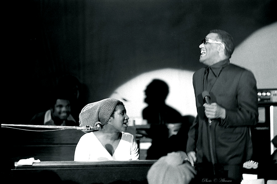 Photo of Ray Charles and Aretha Franklin