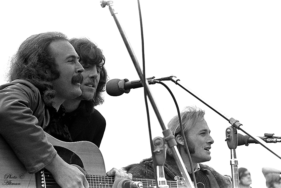 [Photo:Crosby Stills & Nash  ]
