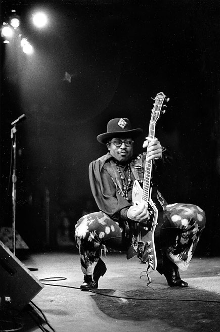 Bo Diddley's famous strut